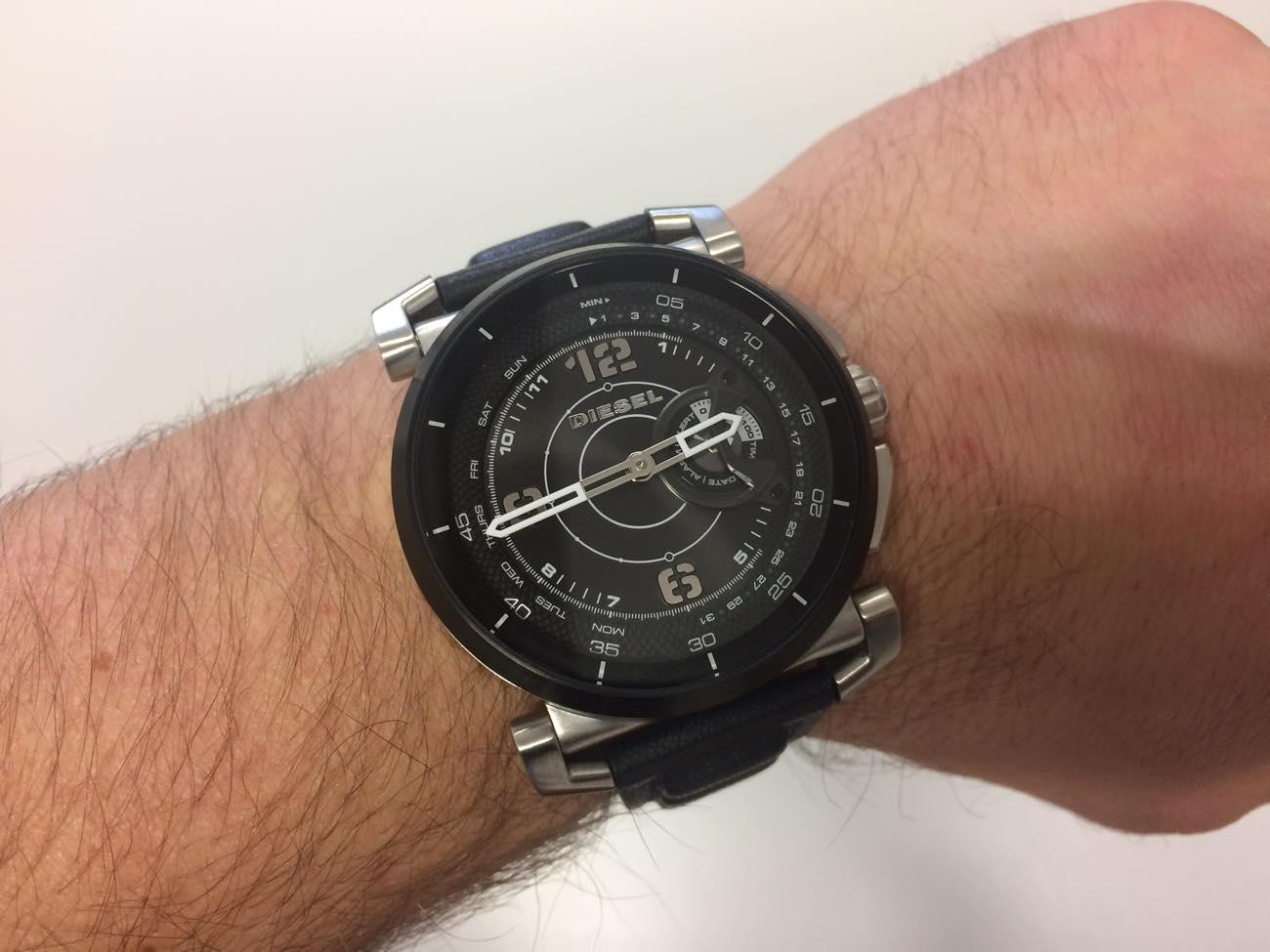 Diesel DieselOn Time Hybrid Smartwatch am Arm